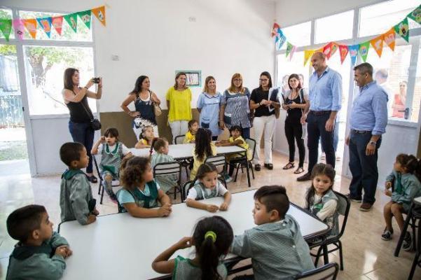 Inversión en educación: El Municipio de Quilmes equipa las escuelas públicas