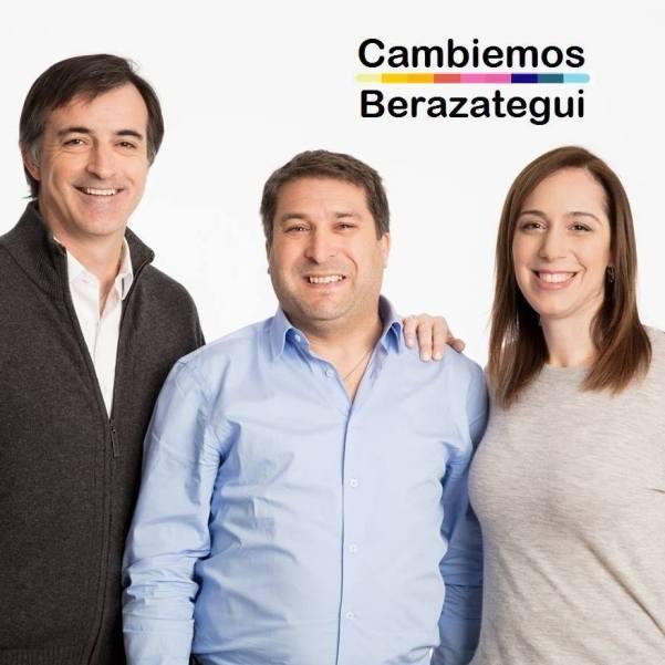 La imagen puede contener: 3 personas, personas sonriendo